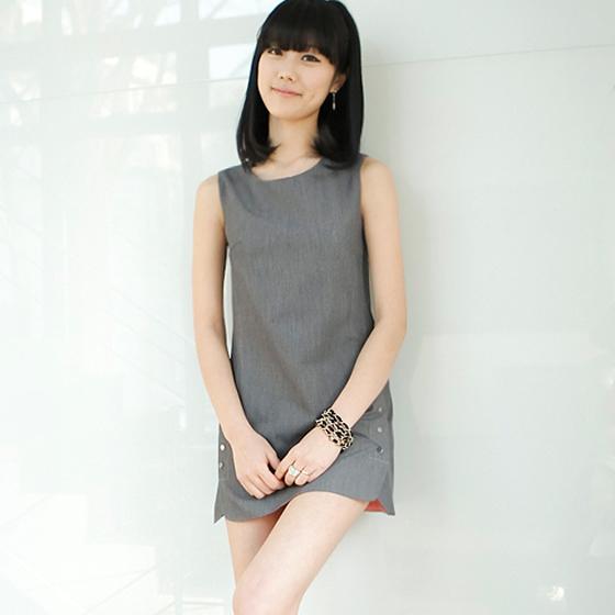 【立体裁剪纽扣无袖连衣裙】报价
